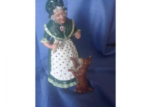 Royal Doulton's Old Mother Hubbard HN 3214